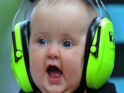 Прослушивание музыки в наушниках. Безопасно ли это?