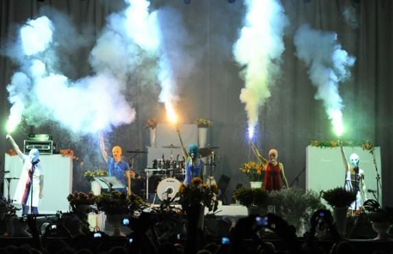 Фанаты восприняли появление Pussy Riot неоднозначно