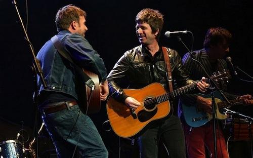 Совместное выступление лидеров Oasis и Blur