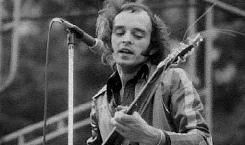 Гитарист популярной рок-группы Yes скончался