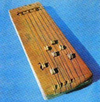 Казахи возрождают интерес к народному инструменту жетыген