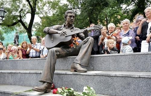 В Театральном сквере Владивостока открыт памятник Высоцкому