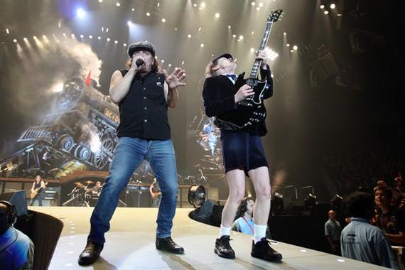 Фронтмен AC/DC опроверг слухи о распаде группы